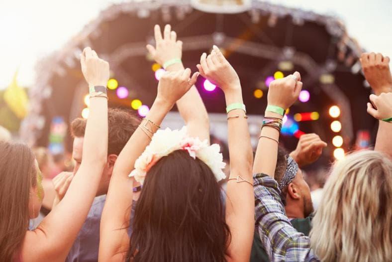 Sezon letnich festiwali w pełni. Ale czy imprezy masowe są bezpieczne dla naszych uszu?