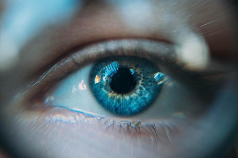 Jak wygląda płukanie oka?