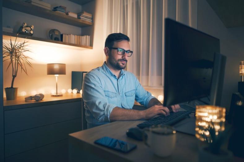 Home office - jak zadbać o oczy podczas pracy przy komputerze?